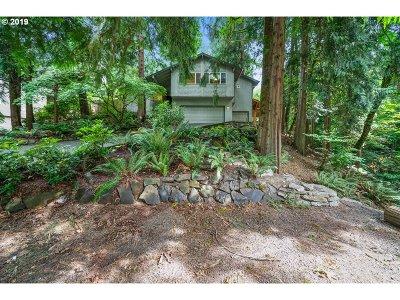 Lake Oswego Single Family Home For Sale: 17573 Blue Heron Ct