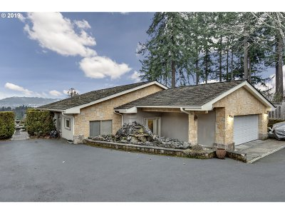 Milwaukie Single Family Home For Sale: 14492 SE Vista Ln