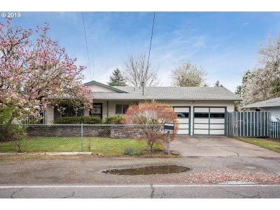Single Family Home For Sale: 16335 SE Main St