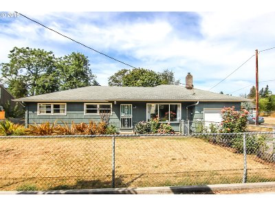 Portland Single Family Home For Sale: 2819 SE 136th Ave