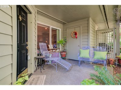 Lake Oswego Condo/Townhouse For Sale: 5054 Foothills Dr #H