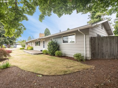 Portland Single Family Home For Sale: 1600 SW Dellwood Ave
