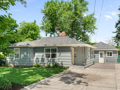 Portland Single Family Home For Sale: 8605 SE Mill St