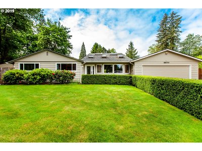 Portland Single Family Home For Sale: 8870 SW Dolph St