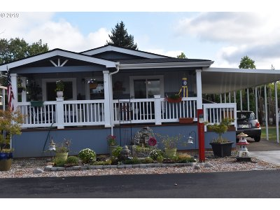 Eugene Single Family Home For Sale: 1400 Candlelight Dr Space #221