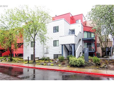 Portland Condo/Townhouse For Sale: 730 NW Naito Pkwy #E-2