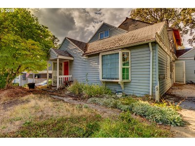 Milwaukie Single Family Home For Sale: 4605 SE Allan Rd
