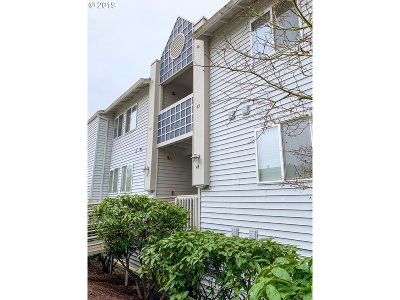 Beaverton Condo/Townhouse For Sale: 10660 SW Davies Rd #43