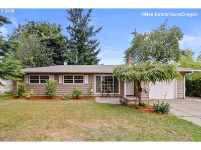 Portland Single Family Home For Sale: 16435 SE Mill St