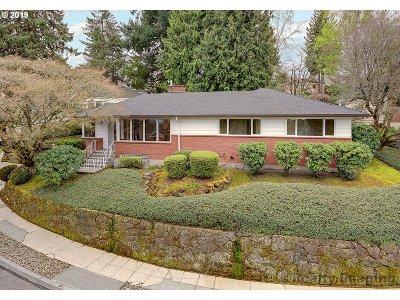 Portland Single Family Home For Sale: 604 SW Moss St