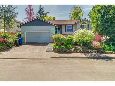 Gresham Single Family Home For Sale: 1341 NE Greenway Dr