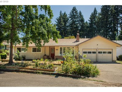 Milwaukie, Gladstone Single Family Home For Sale: 5436 SE Woodhaven St
