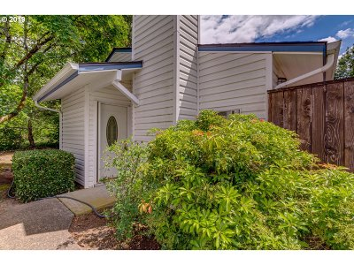 Wilsonville Condo/Townhouse For Sale: 28740 SW Parkway Ave #B