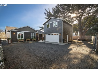 Bandon Single Family Home For Sale: 547 Douglas Ave SW