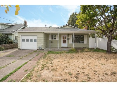 Portland Single Family Home For Sale: 2617 SE 67th Ave