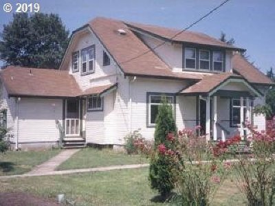 Single Family Home For Sale: 320 Maple St