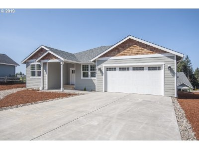 Lincoln City Single Family Home For Sale: 4163 SE Jetty Ave