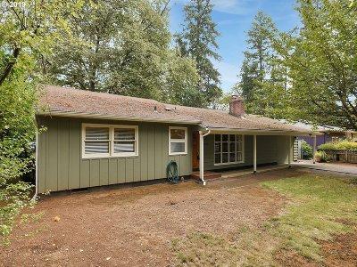 Lake Oswego Single Family Home For Sale: 15850 Quarry Rd