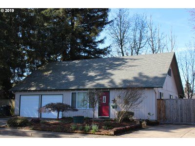 Springfield Single Family Home For Sale: 242 38th St