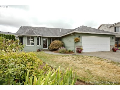 Molalla Single Family Home For Sale: 853 Meadowlark Pl