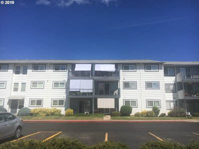 Woodburn Condo/Townhouse Bumpable Buyer: 950 Evergreen Rd #221