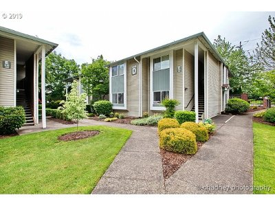 Gresham Condo/Townhouse For Sale: 4816 W Powell Blvd #D108