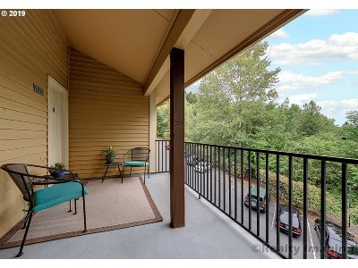 Clackamas Condo/Townhouse For Sale: 9894 SE Talbert St