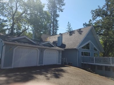 Roseburg Single Family Home For Sale: 1312 SE Hawthorne Dr