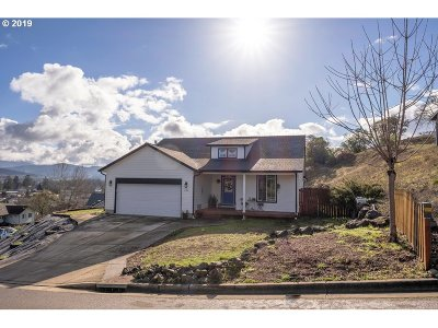 Roseburg Single Family Home For Sale: 224 Palmdale Ave