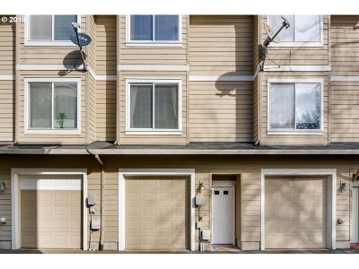 Aloha Condo/Townhouse For Sale: 17505 SW Blanton St #4