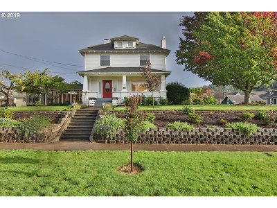 Coquille Single Family Home For Sale: 572 E 1st St
