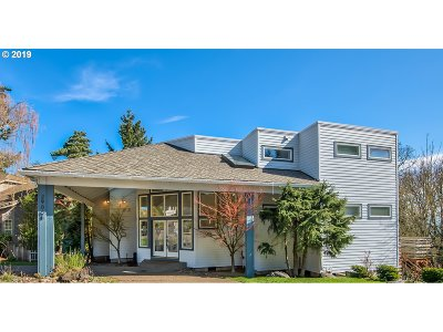 West Linn Single Family Home For Sale: 2906 Carriage Way