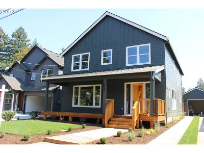 Portland Single Family Home For Sale: 8240 SW 47th. Ave