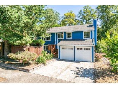 Tualatin Single Family Home For Sale: 21340 SW Makah Ct