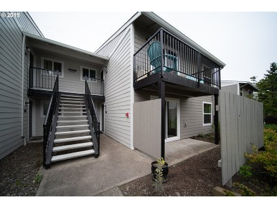 Beaverton Condo/Townhouse For Sale: 5472 SW Alger Ave #11