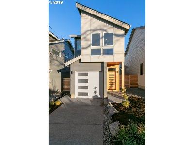 Single Family Home For Sale: 8891 NE Tillamook St