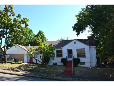 Roseburg Single Family Home For Sale: 1019 SE Roberts Ave