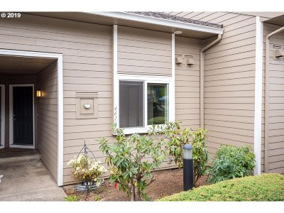 Multnomah County Condo/Townhouse For Sale: 4616 SW Comus Pl