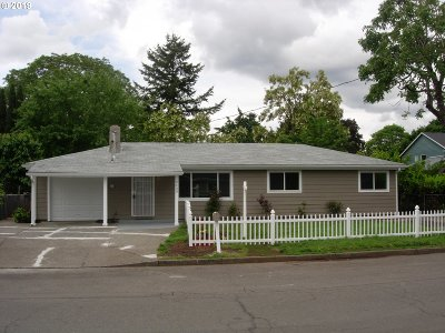 Portland Single Family Home For Sale: 5405 SE 105th Ave