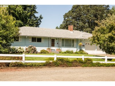 Clackamas Single Family Home For Sale: 16215 SE McKinley Ave