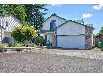 Milwaukie Single Family Home For Sale: 10922 SE Cedar Ridge Ct