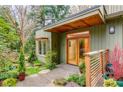 Portland Single Family Home For Sale: 330 NW 86th Ave