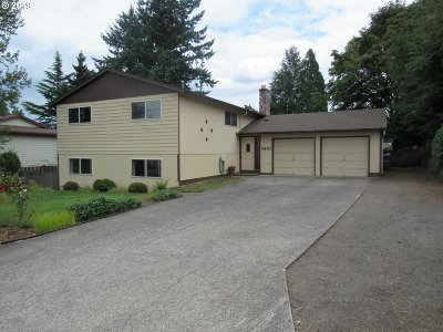 Milwaukie Single Family Home For Sale: 5410 SE Oetkin Rd