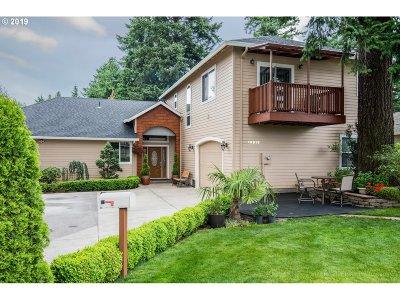 Single Family Home For Sale: 10919 NE Oregon St