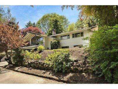 Lake Oswego Single Family Home For Sale: 750 Briercliff Ln