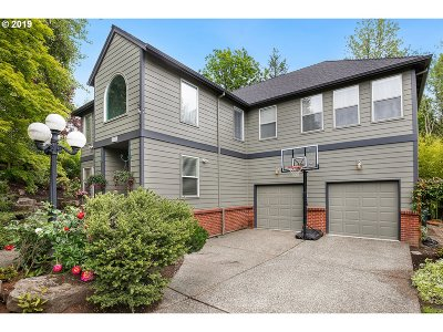 Lake Oswego Single Family Home For Sale: 5206 Royal Oaks Dr