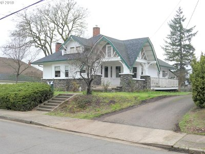 Roseburg Single Family Home For Sale: 1042 SE Jackson St