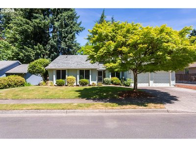 Tualatin Single Family Home For Sale: 10171 SW Chickasaw Ct