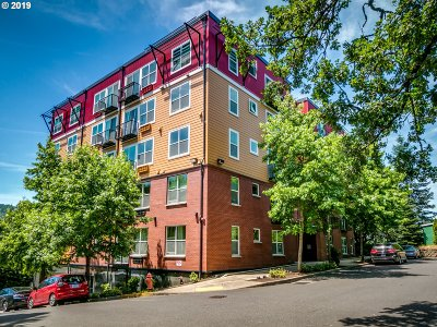 Multnomah County Condo/Townhouse For Sale: 8712 N Decatur St #206