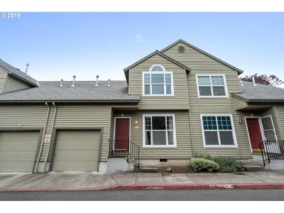 Portland Condo/Townhouse For Sale: 19183 SE Yamhill St #10